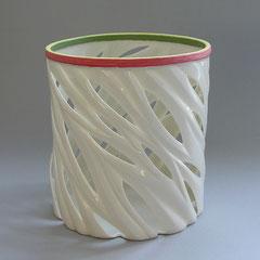 Bambus mit grün-rot-gelbem Rand | 2010, H: 147 mm, D: 146 mm, Limoges-Porzellan
