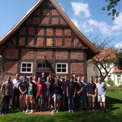 Die Azubis der Avacon-Ausbildungswerkstatt Nienburg und weitere Beteiligte haben sich um die Elektro-Anlage des Spiekers gekümmert.
