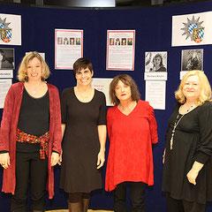 Die Autorinnen Barbara Krohn, Carola Kupfer, Elfi Hartenstein und Ursula Schmid-Spreer bei der Regensburger Kriminacht im Polizeipräsidium Foto: Koob