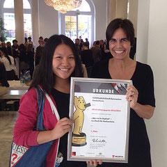 Die offizielle Urkunde – Schülerin Dalena Nguyen und Carola Kupfer