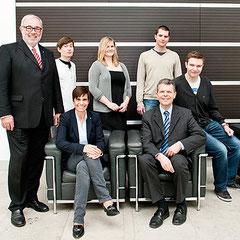 (v. l.) Krones-Vorstandsvorsitzender Volker Kronseder, Benjamin Pretzl, Carola Kupfer, Lisa Deharde, Florian Huber, Matthias Hiller und Hannes Hölzl Foto: Krones