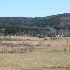 Friedrichshütten (Nová Hut) unter dem Hüttenberg (Hutský vrch, 597 m) blieb von den Verwüstungen nach 1946 weitgehend unversehrt.