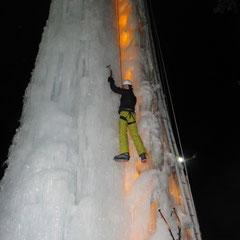 Eiskletterturm in Sur En
