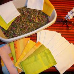 beifuß, goldrute, pfefferminzblätter, zitronenmelissenblätter, kamille, pfingstrosenblüten, zitronenverbenenblätter, lavendel