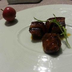 生の山査子の果汁を使って作ったという豚の角煮は、爽やかな旨味で美味!