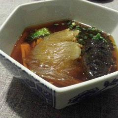 フカヒレと干しナマコの四川風の辛い味付け。中華のナマコは個人的に食感があまり得意ではない