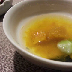 ミネラルウォーターで煮たかぼちゃと青梗菜。ほとんど味付けなしなのに、青梗菜の旨味が際立つ
