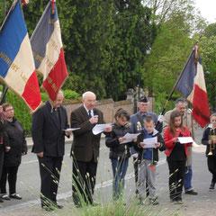 Les jeunes du regroupement scolaire Monchy/Athies/Tertry cérémonie du 8 mai
