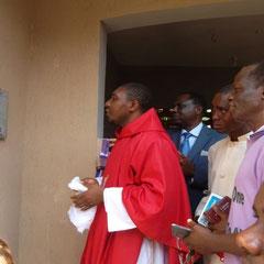 november 2016: Onthulling van de plaquette door de priester.
