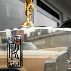 Lord Montagu of Beaulieu ließ 1911 für seinen Rolls Royce diese Kühlerfigur gestalten.