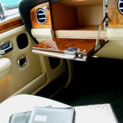 Rolls Royce Silver Spur II. Poliertes Wurzelholz, edles Leder so weit das Auge reicht.