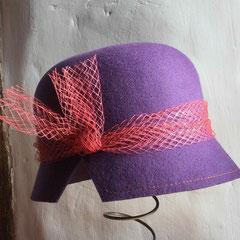 Malaga : Cloche en feutre de laine violet, voilette orange
