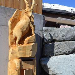 Steinbock Holzskulptur Arve Briefkasten
