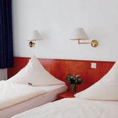 Ein gemütliches Zweibettzimmer im Hotel Meyer