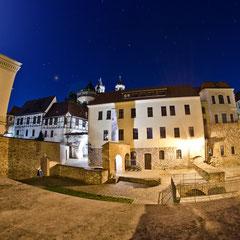 Letztes erhaltenes Stadttor Magdeburgs am Dom zu Magdeburg St. Mauritius und Katharina im Mondschein