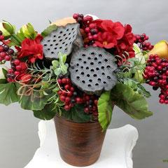 Композиции из искусственных цветов с игрушкой боковская