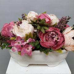 Композиции из искусственных цветов в корзине миллерово