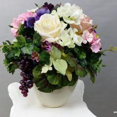 Композиции из искусственных цветов с игрушкой казанская