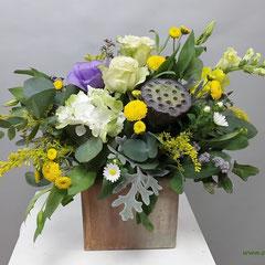 цветочная композиция с конфетами казанская