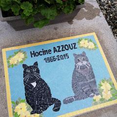 ART FUNERAIRE ........Pour son frère Hocine .....ces deux chats représentés assis comme des gardiens du temple