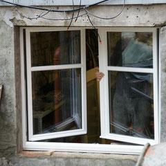 2. Fensterflügel einsetzen