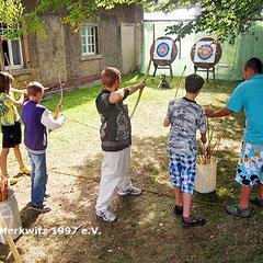 Bogenschiessen mit den Kindern vom Kindertreff in Wittenberg