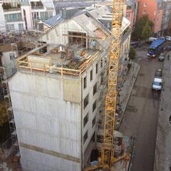 Wohngebäude in Schwabing mit Betonsatteldach 32°, Architektur: http://www.huber-roessler.de/