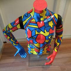 Herentorso, kunststof circa 60 cm hoog en ca 70 cm breed, in hoogte verstelbaar op doorzichtige kunststof voet € 249