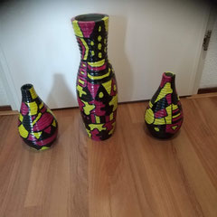 Set van 3 vazen, handwerk, aardewerk resp. 26, 44 en 26 cm hoog € 189