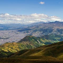Blick vom Rucu Pichincha (4696 m) auf die Hauptstadt Quito