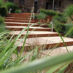 Escaliers de pierre et d 39 acier corten au jardin jean nickell for Entreprise de jardinage