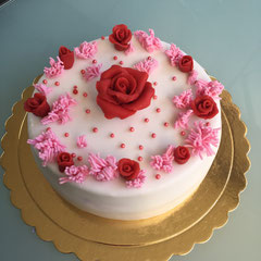 Roses and pink grass birthday cake