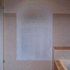 glatte Wand, weiß grundiert