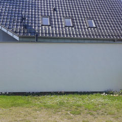 weiße Garagenwand vorher