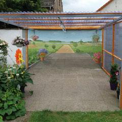 Die bemalte Wand vermittelt nun endlose Weite.