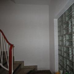 leerer Treppenflur im Einfamilienhaus