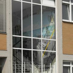 Blick vom Hof aus ins Treppenhaus des Bürogebäudes der BVG