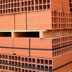 Briques réfractaires (bonne tenue de la chaleur) créées à partir d'argile.