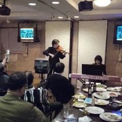 演奏の合間にバイオリン談義をして頂きました。