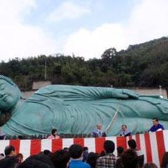 50mもある南蔵院の巨大涅槃像