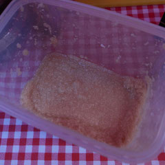 絶品のホースラディッシュ。材料はホースラディッシュ、リンゴ、お酢、はちみつのみというからブレンドの仕方に秘訣が。
