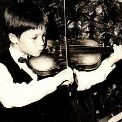Erste Anfänge: Sechs Jahre Geigenunterricht mit vielen Auftritten
