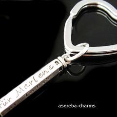 Schlüsselanhänger in Herzform mit Silberbarren - beschriftbar auf 4 Seiten
