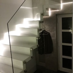 faltwerktreppe hamm mit abgetrepptem glasgel nder designed by tbs. Black Bedroom Furniture Sets. Home Design Ideas