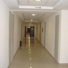 Couloir pour arriver aux appartements