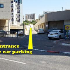 Entrée vers le parking