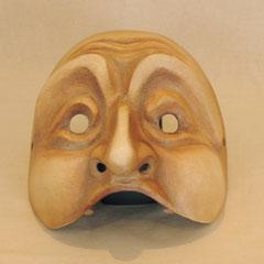 bemalte Maske aus Pappmaché