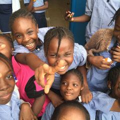 Die Menschen im Kongo sind warmherzig, gastfreundlich und lieben das Leben - auch wenn es oft sehr schwer ist.