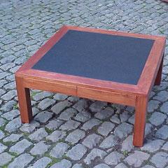 Table carré avec cuir intégré