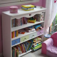 Bibliothèque pour enfant en medium peint